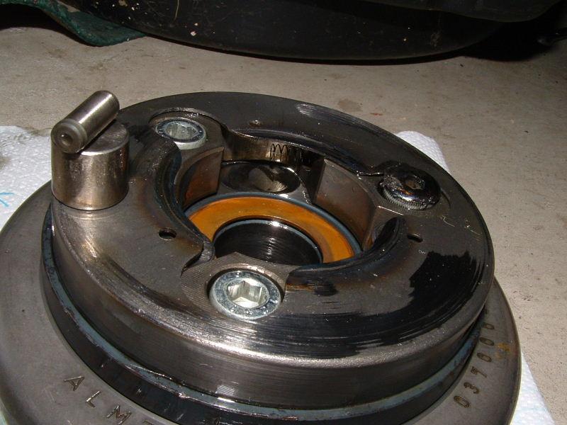 20070505explodedStarterClutch1-backedOutScrew.jpg